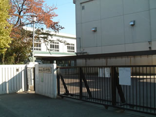 調布市立第三中学校写真1