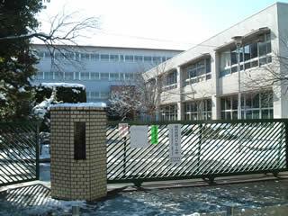 調布市立第五中学校写真1